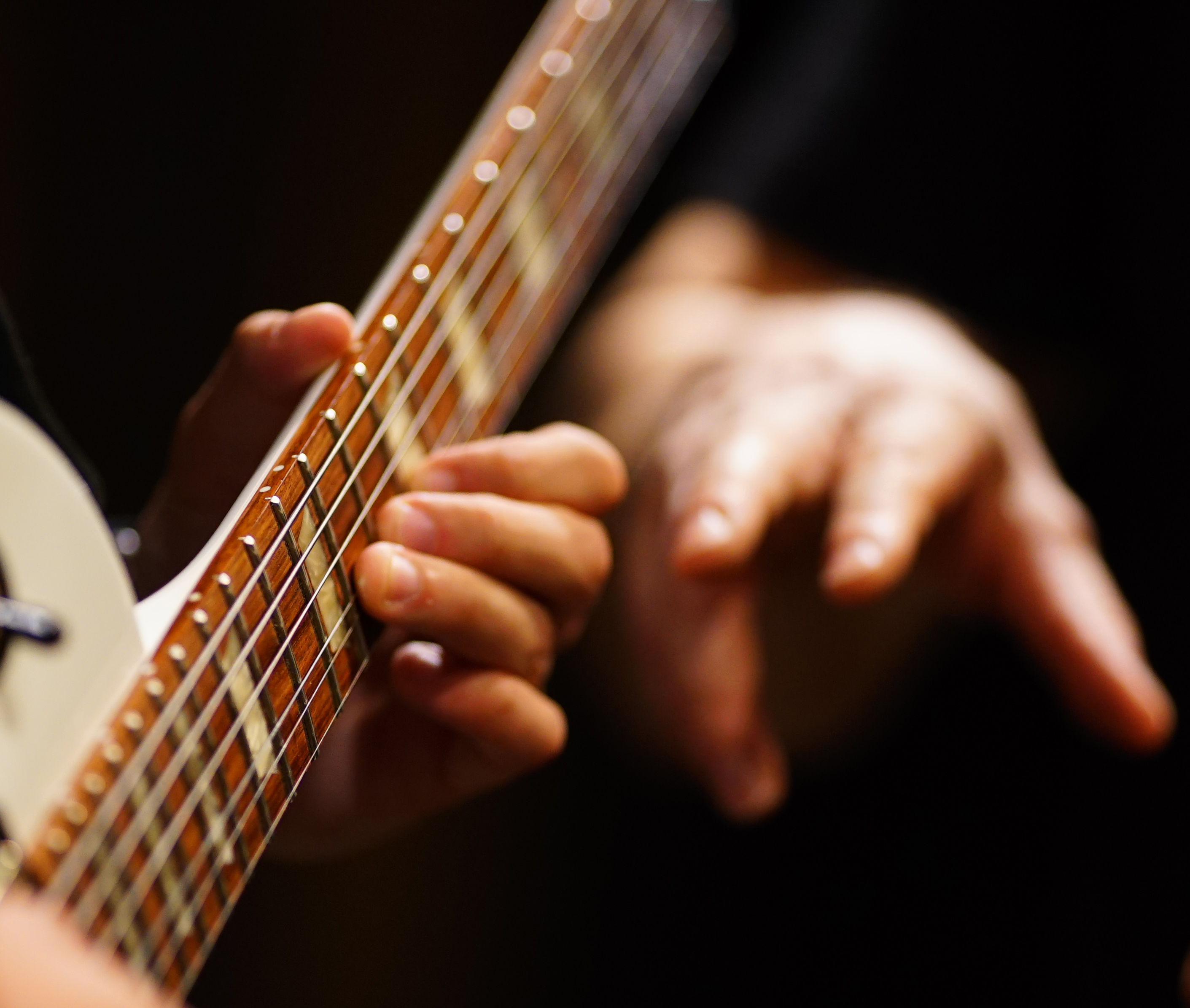 Sweep-Picking-And-Tapping